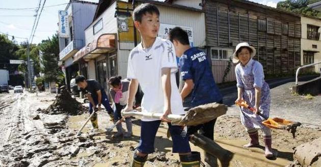日本台风导致新干线被淹没