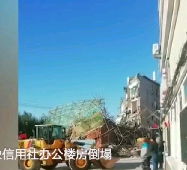 白城一办公楼倒塌