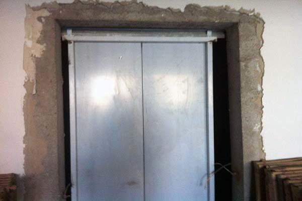 电梯门和入户门错一点