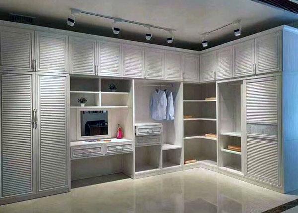铝合金衣柜和实木衣柜哪个好