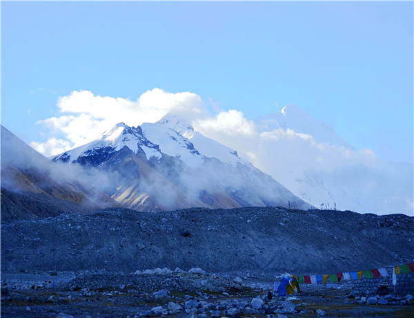 珠穆朗玛峰是哪个国家的