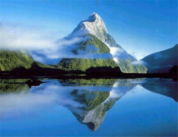 珠穆朗玛峰第一个登顶的人