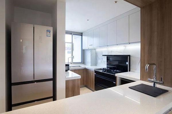狹窄而收納凌亂的廚房,變得寬敞整齊
