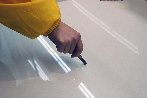 地板砖刮痕怎么去除
