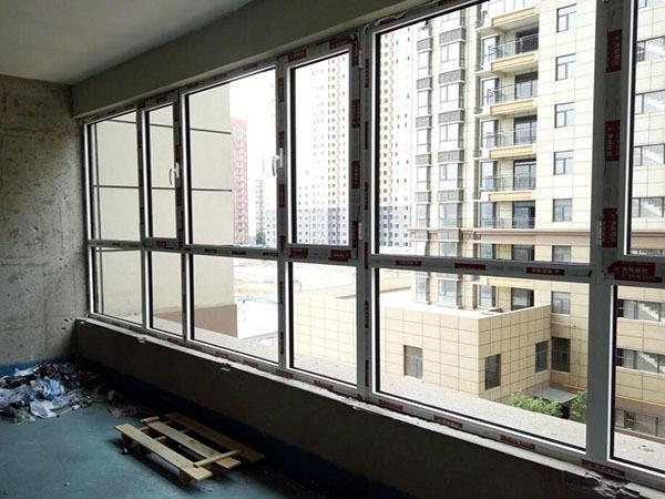 彩铝窗户多少钱一平方