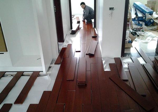 软木地板铺设环境要求及粘贴式铺设流程