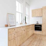 木质白色墙面橱柜
