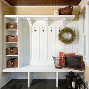 白色平衡木玄关设计