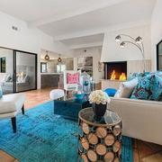 客厅蓝色地毯