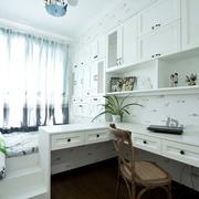 白色清新卧室飘窗