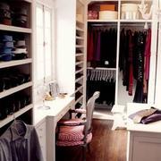 女生卧室壁挂式衣帽间设计