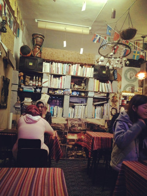 文艺型街角小型奶茶店