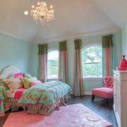粉蓝色相间的卧室田园风