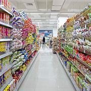 零食类商品区货架