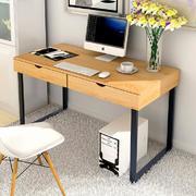 木质桌面的书桌
