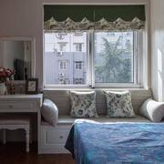 小户型卧室飘窗