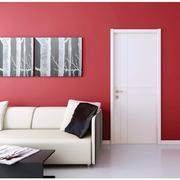 红色卧室之白色木质门设计