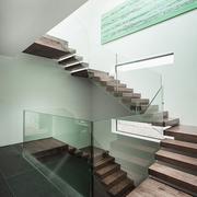 木质低矮型阁楼转角楼梯
