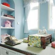 蓝白色小型飘窗装修