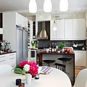 白色靓丽型厨房设计效果