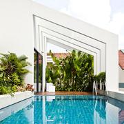 蓝色清新式大型游泳池设计