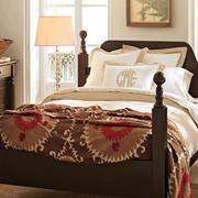 棕色系的木床图片