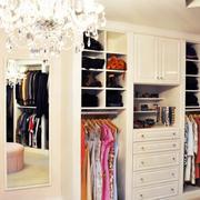 白色女士卧室衣橱设计