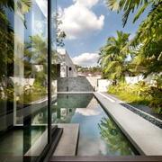 欧式简约化白色典雅型游泳池设计