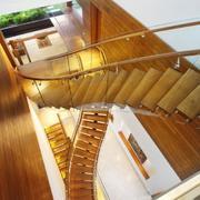 金色高度旋转型楼梯设计