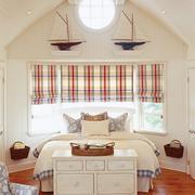 白色精美型木屋设计