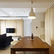 客厅实木型小餐桌