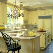 黄色小厨房吧台设计