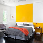 卧室纯色系柠檬色床头背景墙