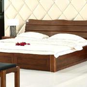 欧式简约型木质床具设计