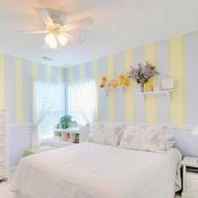 灰色黄色混搭效果卧室背景