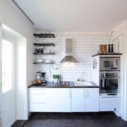 白色厨房空间设计