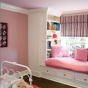 粉色儿童房