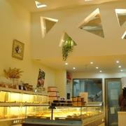 现代户型蛋糕店精装