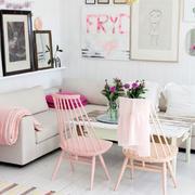 小公寓粉色客厅桌椅设计