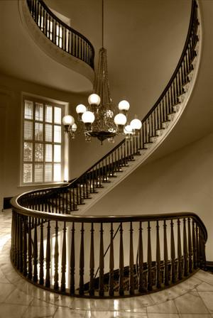 二层复式楼铁艺旋转楼梯装修效果图