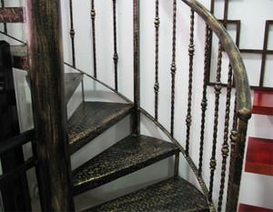 楼层铁艺旋转楼梯装修效果图