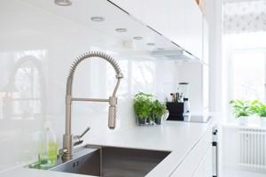 绿野仙境般的现代简约风格短租公寓
