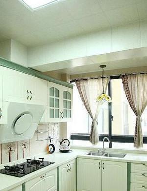 简约清爽的现代厨房装修效果图