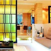 客厅隔断撞色设计
