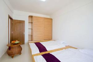 现代都市单身公寓卧室榻榻米床装修效果图