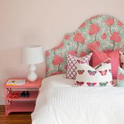 卧室床头柜装修图片