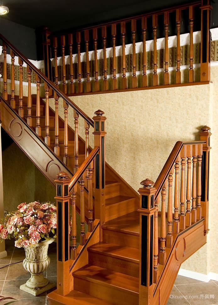 中式复式楼客厅实木楼梯装修效果图
