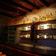 深色调酒吧效果图片