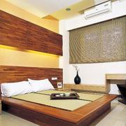 木色调卧室装修图片