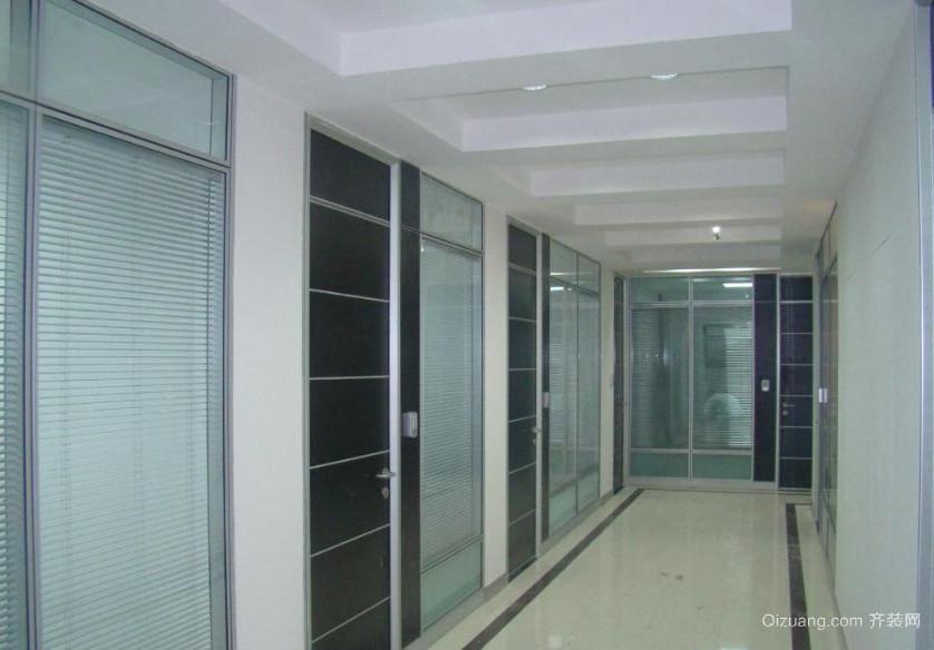 现代简约风格玻璃隔断办公室装修效果图
